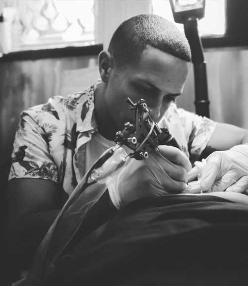 carlos mantilla tattooing